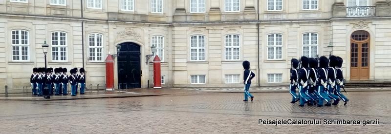 ora 12 schimbarea garzilor la Palatul Palatul Amalienborg