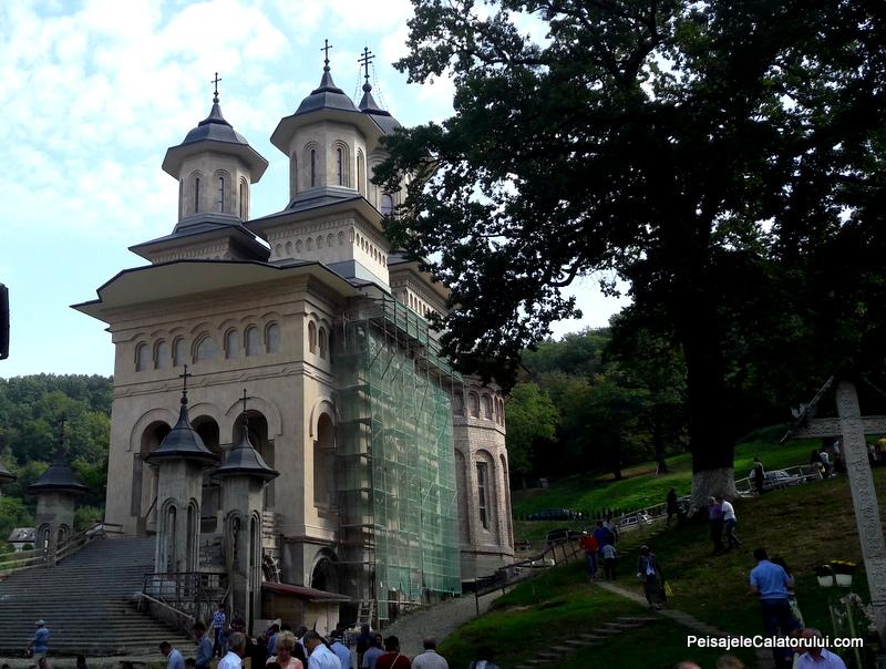 peisajele-calatorului-manastirea-noua
